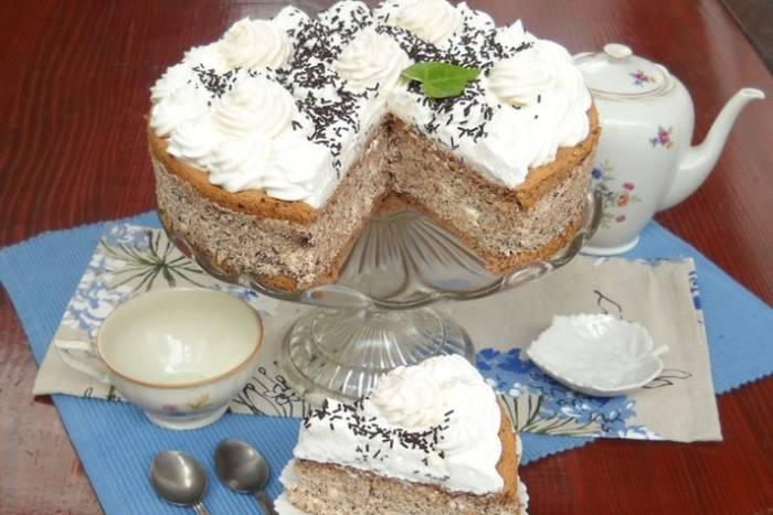 KREMASTA FANTAZIJA: Torta s puslicama i bademima