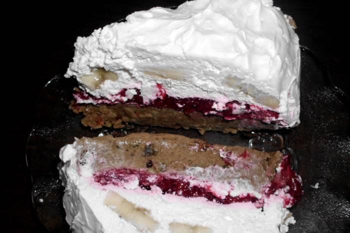 VOĆNA TORTA KOJA SE NE PEČE: Plazma torta s višnjama i bananama