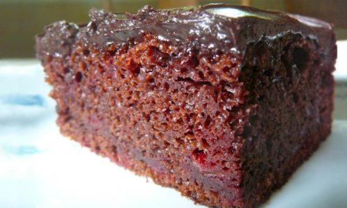 SUPER BRZI KOLAČ: Čokoladne kocke s višnjama